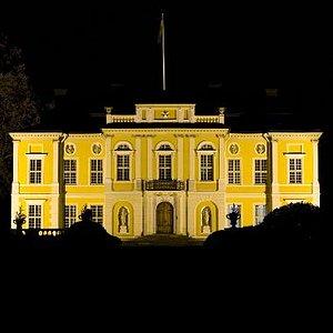 Steninge Palace at night
