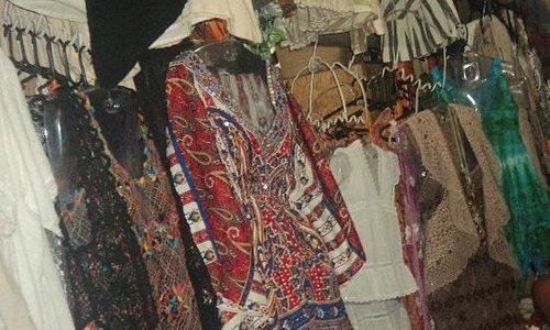 roupas coloridas lá tem