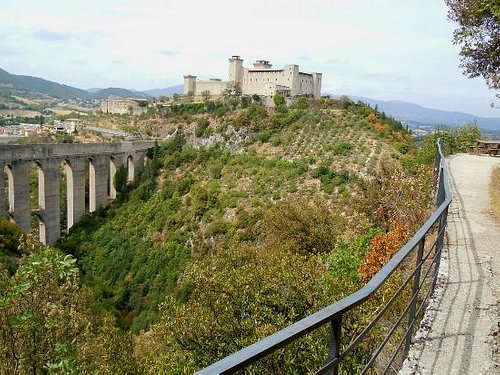 vista del ponte e della rocca