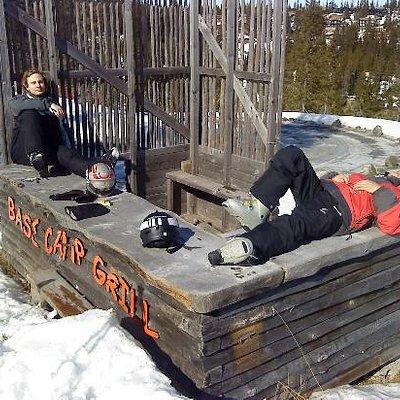 Slappa i solen vid Base Camp, mellanstationen.