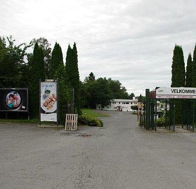 Hovedindgangen ved Øvrevoll Galoppbane