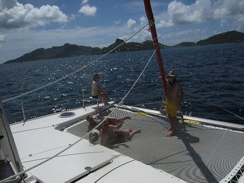 Sailing to Union Island fron the North