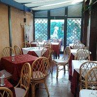 La Saletta ambiente molto caldo ed ospitale per cenette romantiche a lume di candela
