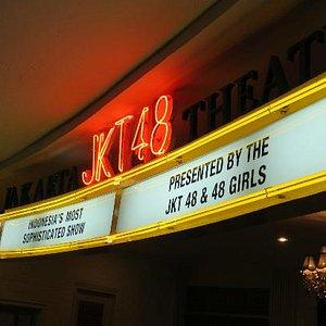 JKT48劇場、入口上部の看板