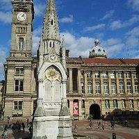 Chamberlain memorial standing in front of Birmingham museum and art gallery.