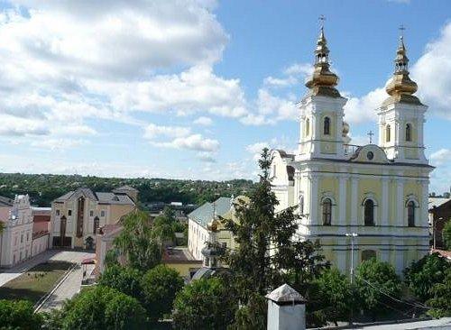 краеведческий музей и церковь