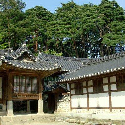 Seongyojang