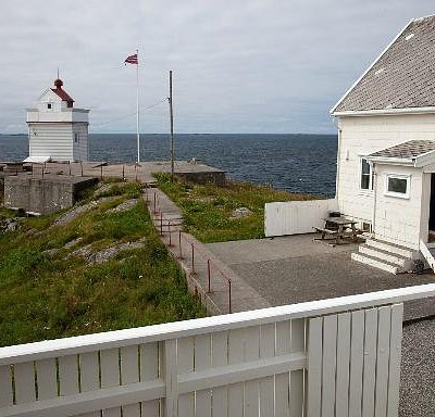 View of Ryvarden lighthouse from the cafeteria - tunliweb.no
