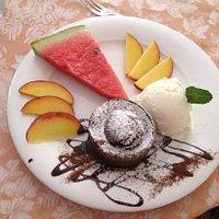 trionfo di frutta, tortino e gelato