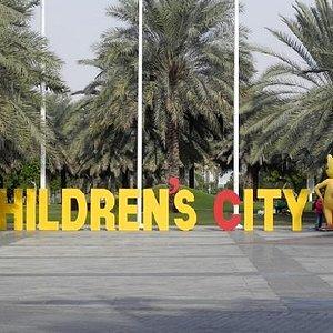 il viale che porta alla città dei bambini
