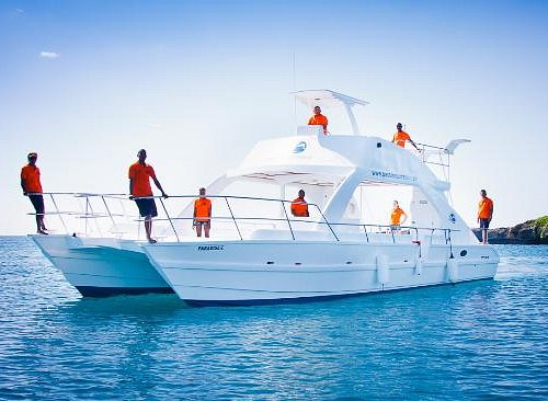 Our certified team are there to welcome you aboard & ensure your day in paradise is a memorable